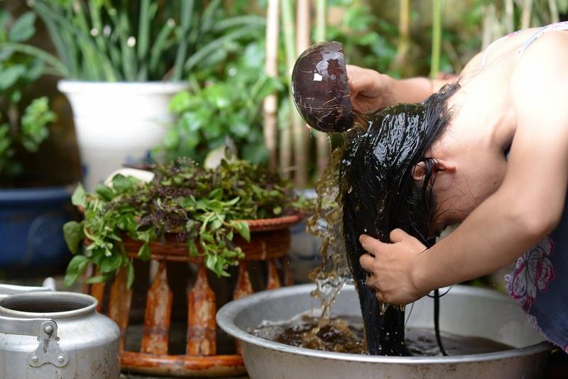 Lưu ý khi gội đầu bằng dầu gội  thảo dược phục hồi tóc hư tổn